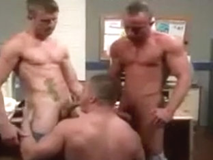 Muscled guys love threeway sex