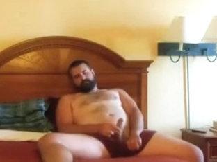 Paja de oso barbudo - Bearded bear jerks in bed