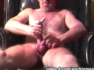 Amateur Mature Man Deacon Beats Off - WorkinMenXxx