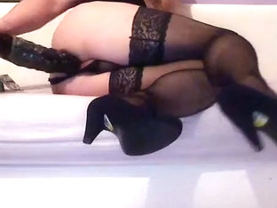 A Real Crossdresser Slut Play with Her Ass