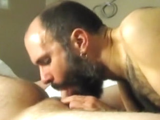 Engulfing off super sexy str8 21yo bear cub