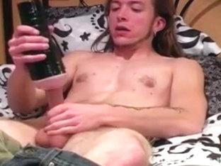 Muscular Straight Guy Matt Masturbating