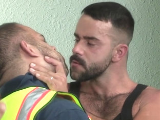 Muscle bear blowjob and facial cum