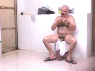 Spy pakistani daddy in public bath