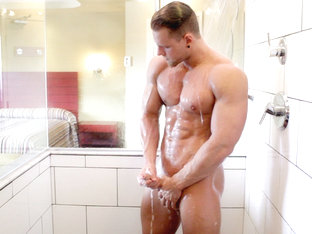 Brad in Sex Text Shower Flex XXX Video - MaskUrbate