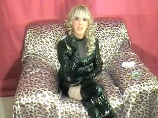 Sexy cd in latex smoking