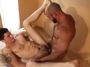 Muscle Bear Huge Cumshots