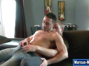 Muscly pornstar sucks dick