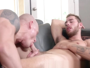 Handsome gays Trevor Laster and Carter Woods bareback