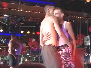 Hot shows in the homo bar 2