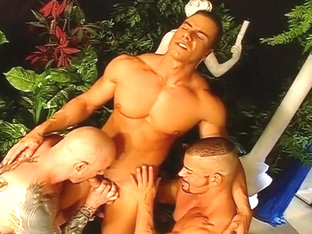 Four Gorgeous And Very Muscular Guys In Fuck And Suck Orgy
