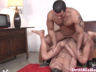 Beefy stud giving ass treatment