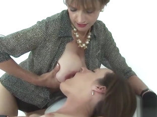 Unfaithful english mature lady sonia exposes her huge hooters