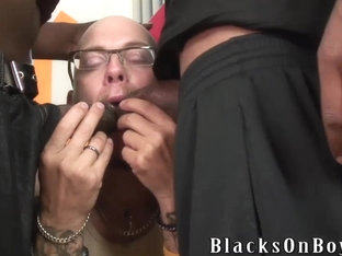 Tattooed white thug sucking black cocks for cash